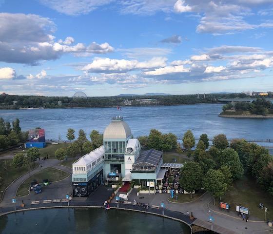 que ver y hacer en Montreal , al fondo podemos ver la cúpula
