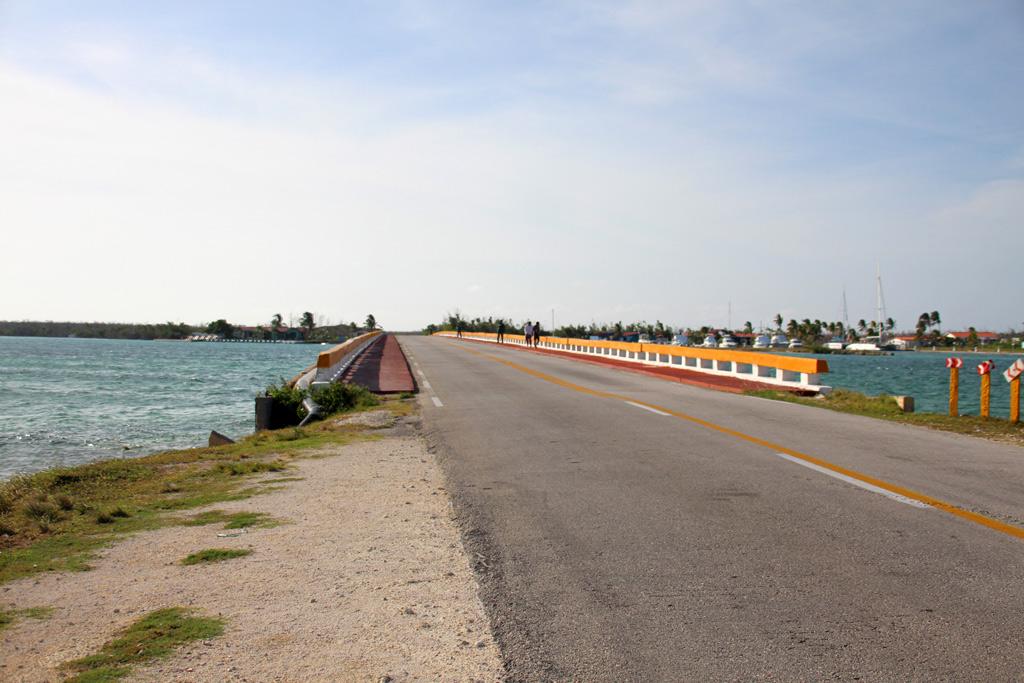 Carretera entre los cayos